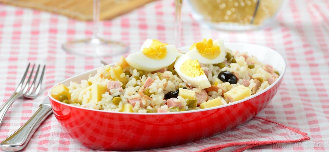 Připravte si doma italský rýžový salát anechte se unést jeho barevností ana vlně pestrých chutí.
