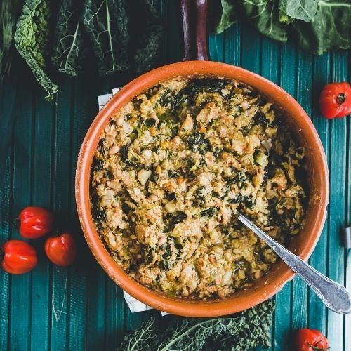 Tento teplý pokrm se jí vToskánsku vzimním období akrom cavolo nero obsahuje imrkev, cibuli, celer adalší druhy zeleniny. Hlavní přísadou je chléb.