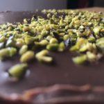 Rychlý, voňavý italský koláč s ricottou a pistáciemi.