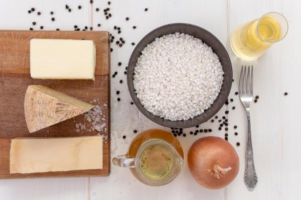 Risotto cacio e pepe, italské risotto se sýrem apepřem